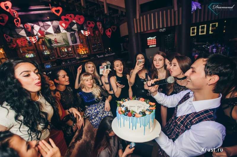 Какие особенности и преимущества работы в ночном клубе